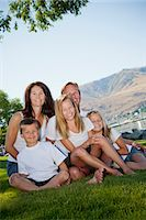 Outdoor portrait of family of five Stock Photo - Premium Royalty-Freenull, Code: 673-06025448