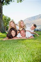 Outdoor portrait of family of five Stock Photo - Premium Royalty-Freenull, Code: 673-06025451