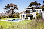 Modern house with swimming pool Stock Photo - Premium Royalty-Free, Artist: urbanlip.com, Code: 635-06045407