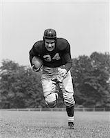 forward - 1940s FOOTBALL PLAYER HOLDING FOOTBALL RUNNING FORWARD LOOKING AT CAMERA Stock Photo - Premium Rights-Managednull, Code: 846-06111809