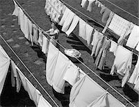 1950s HOUSEWIFE HANGING LAUNDRY IN BACKYARD Stock Photo - Premium Rights-Managednull, Code: 846-06111879
