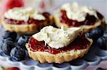 Close up of sliced scone with jam Stock Photo - Premium Royalty-Free, Artist: Robert Harding Images, Code: 649-06112845