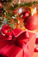 present wrapped close up - Christmas gift, close-up Stock Photo - Premium Royalty-Freenull, Code: 632-06118320