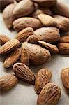 Shelled and unshelled almonds Stock Photo - Premium Royalty-Free, Artist: Ed Gifford, Code: 659-06151267