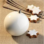 Cinnamon stars and white a Christmas bauble Stock Photo - Premium Royalty-Freenull, Code: 659-06152008