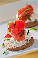smoked - Smoked salmon with cream cheese and chives on a cracker Stock Photo - Premium Royalty-Freenull, Code: 659-06154226