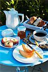 Breakfast in the garden with coffee and fruit Stock Photo - Premium Royalty-Free, Artist: Gianni Siragusa, Code: 659-06155341