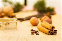 Spices, nuts and cutters (Christmas) Stock Photo - Premium Royalty-Freenull, Code: 659-06155977