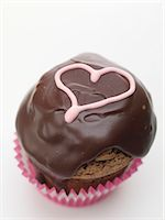 sweet   no people - Cupcake with chocolate icing and pink heart Stock Photo - Premium Royalty-Freenull, Code: 659-06185239