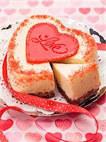 Heart-shaped cheesecake for Valentine's Day Stock Photo - Premium Royalty-Freenull, Code: 659-06185284