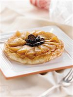 rectangle - Individual Apple Fig Tart on a Square Plate Stock Photo - Premium Royalty-Freenull, Code: 659-06187493