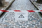 Sign warning pedestrians of slippery walkway in winter Stock Photo - Premium Royalty-Free, Artist: Robert Harding Images, Code: 632-06317214