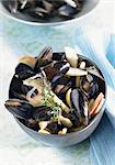 Mussels in broth with apple slices and thyme Stock Photo - Premium Royalty-Free, Artist: AWL Images, Code: 659-06373026