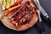 rib - Grilled beef ribs with toast and carrots Stock Photo - Premium Royalty-Freenull, Code: 659-06373896