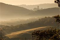 streaming - Castle, Hills and Fog at Dawn, Chianti Region, Tuscany, Italy Stock Photo - Premium Rights-Managednull, Code: 700-06407796