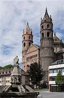 The New Romanesque Cathedral of St. Peter, from the Marktplatz, by the Siegfried Fountain, Worms, Rhineland Palatinate, Germany, Europe Stock Photo - Premium Rights-Managednull, Code: 841-06446240