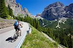 Cyclists, Sella Pass, Trento and Bolzano Provinces, Trentino Alto Adige/South Tyrol, Dolomites, Italy, Europe Stock Photo - Premium Rights-Managed, Artist: Robert Harding Images, Code: 841-06448824