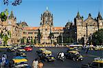 Busy junction outside Victoria Terminus (Chhatrapati Shivaji Terminus), UNESCO World Heritage Site, Mumbai (Bombay), Maharashtra, India, Asia