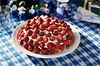 strawberries - High angle view of strawberry cake Stock Photo - Premium Royalty-Freenull, Code: 6102-06471252