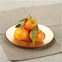 sweet   no people - Clementines with leaf on a plate Stock Photo - Premium Rights-Managednull, Code: 824-06491275