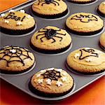 Making Halloween Cupcakes - step shot Stock Photo - Premium Rights-Managed, Artist: foodanddrinkphotos, Code: 824-06491705