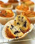 Blueberry Muffins on a cooling tray Stock Photo - Premium Rights-Managed, Artist: foodanddrinkphotos, Code: 824-06492754