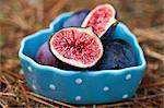 Fresh figs, whole and halved, in a heart-shaped bowl Stock Photo - Premium Royalty-Free, Artist: Susan Findlay, Code: 659-06495800