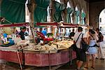 Fish market at Ponte di Rialto, Venice, Veneto, Italy, Europe Stock Photo - Premium Rights-Managed, Artist: Robert Harding Images, Code: 841-06500777