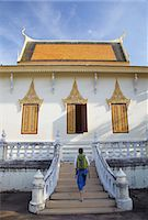 Woman at Silver Pagoda in Royal Palace, Phnom Penh, Cambodia, Indochina, Southeast Asia, Asia Stock Photo - Premium Rights-Managednull, Code: 841-06501929
