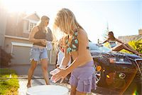 Family washing their car in the driveway of their home on a sunny summer afternoon in Portland, Oregon, USA Stock Photo - Premium Royalty-Freenull, Code: 600-06531477