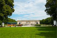Horse-Drawn Carriage in Formal Garden in front of New Herrenworth Palace, Herrenchiemsee, Herreninsel, Chiemsee, Oberbayern, Bavaria, Germany Stock Photo - Premium Rights-Managednull, Code: 700-06531651