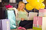 A pregnant women using a lap-top inside her house. Stock Photo - Premium Royalty-Free, Artist: iRepublic, Code: 6106-06536223