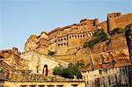 India, Rajasthan, Jodhpur. Perched atop a sheer rocky bluff, the main palace buildings of Mehrangarh Fort are guarded by a muscular arrangement of fortifying walls and gateways. Stock Photo - Premium Rights-Managed, Artist: AWL Images, Code: 862-06541963