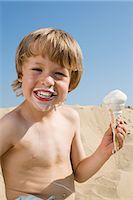 A boy eating an icecream Stock Photo - Premium Royalty-Freenull, Code: 6114-06591349