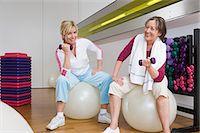 fitness older women gym - Women using dumbbells Stock Photo - Premium Royalty-Freenull, Code: 6114-06604396