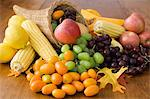 Cornucopia with fruit and vegetables Stock Photo - Premium Royalty-Free, Artist: CulturaRM, Code: 6114-06606385