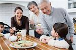 Family in kitchen Stock Photo - Premium Royalty-Free, Artist: Westend61, Code: 6114-06606404