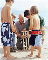 Family playing cricket Stock Photo - Premium Royalty-Freenull, Code: 6114-06608349