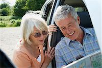 Couple looking at map Stock Photo - Premium Royalty-Freenull, Code: 6114-06610358