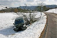 accident damaged car in winter Stock Photo - Premium Royalty-Freenull, Code: 618-06618497