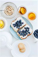 food - Toast with blueberries, nuts and tea Stock Photo - Premium Royalty-Freenull, Code: 649-06622647