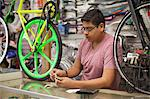 Mechanic counting till in bicycle shop Stock Photo - Premium Royalty-Free, Artist: Uwe Umstätter, Code: 614-06625227