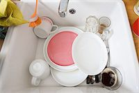 Washing up in sink Stock Photo - Premium Royalty-Freenull, Code: 6114-06648907