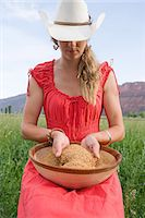Woman with bowl of grain Stock Photo - Premium Royalty-Freenull, Code: 6114-06649824