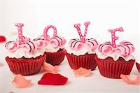 food - Letters cupcakes-love Stock Photo - Premium Royalty-Freenull, Code: 659-06670837