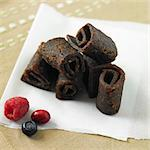 Organic Mixed Berry Fruit Leather on Paper with Fresh Berries Stock Photo - Premium Royalty-Free, Artist: GreatStock, Code: 659-06670922