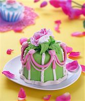 food - A mini marzipan cake decorated with a rose Stock Photo - Premium Royalty-Freenull, Code: 659-06671065