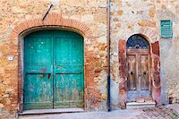 Old Wooden Doors of House in Alley, Pienza, Val d'Orcia, Tuscany, Italy Stock Photo - Premium Royalty-Freenull, Code: 600-06702040