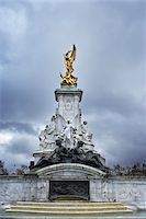 The Victoria Memorial is a sculpture in London, placed at the centre of Queen's Gardens in front of Buckingham Palace and dedicated to Queen Victoria, England. Stock Photo - Premium Royalty-Freenull, Code: 600-06702076