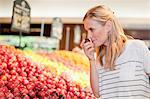 Woman shopping in grocery store Stock Photo - Premium Royalty-Free, Artist: Blend Images, Code: 649-06717191